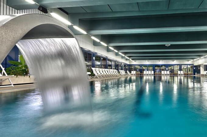 Вътрешен басейн с минерална вода